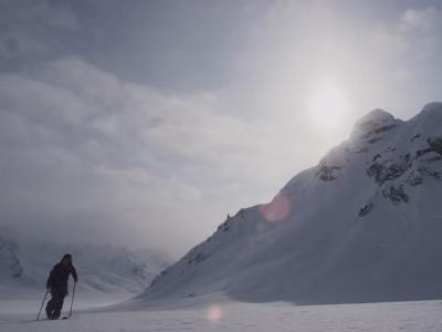Pep Fujas skinning the Tordrillo Mountains
